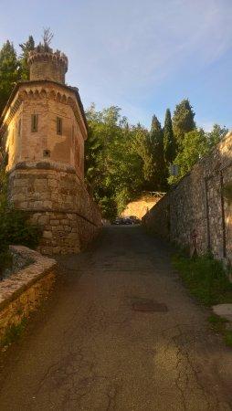 Montecatini Val di Cecina, İtalya: Strada tra locanda e miniera