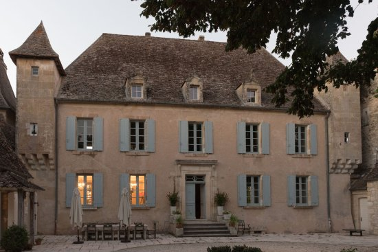 Monflanquin, Francja: Frontal view of Chateau Ladausse