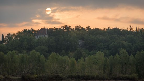 Monflanquin, Francia: Sunrise over Chateau Ladausse