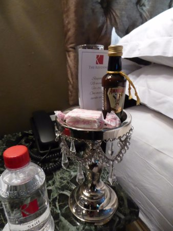The Residence Boutique Hotel: Evening Amarula at turndown. Nice touch.
