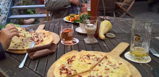 Dossenheim, Almanya: Flammkuchen