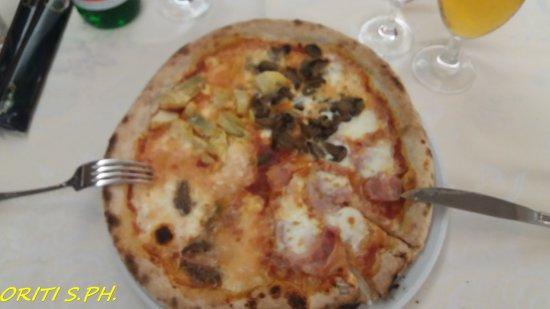 Hotel Lo Zodiaco: Pizza quattro stagioni