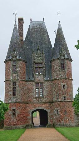 Carrouges, Frankrike: The gatehouse