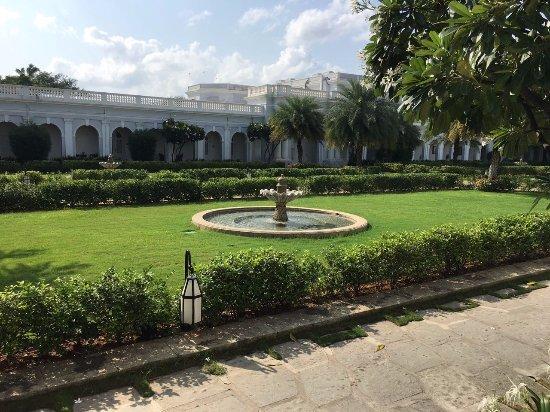 Taj Falaknuma Palace: View outside our room