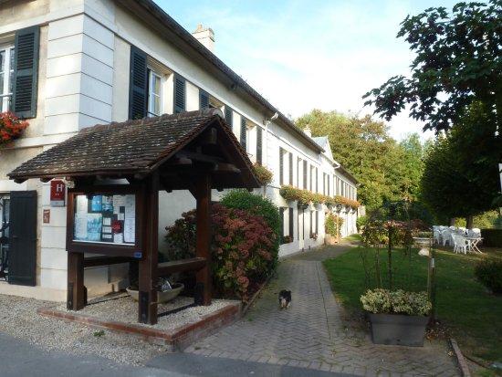 Gouvieux, Frankreich: abord de l'hôtel