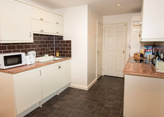 The House On Corner Serviced Flat Full Integrated Kitchen With Fridge Freezer And Washing