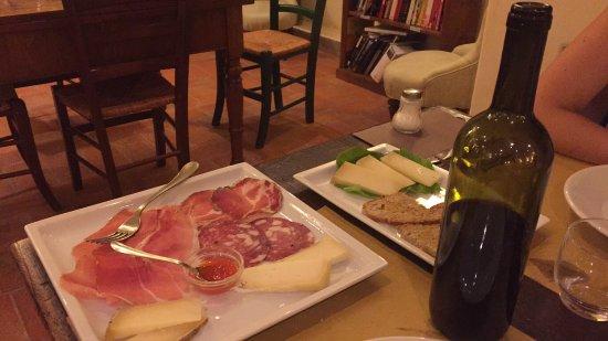 Le Mandrie di Ripalta: Tagliere di salumi e formaggi e bruschette