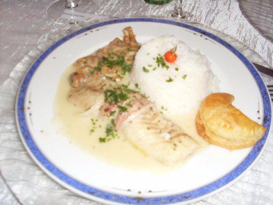 Uzerche, Frankrijk: assiette de lieu noir sauce aux girolles