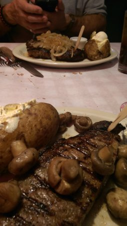 Cody's Roadhouse: Two perfect steaks