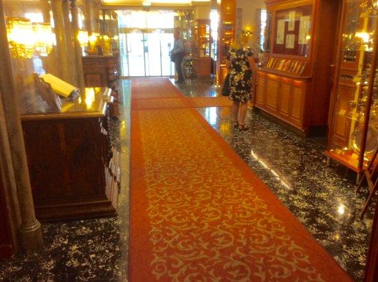 Hotel Stefanie: Hotel reception