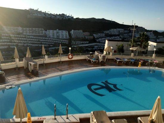 Het zwembad 39 s ochtends vroeg picture of apartamentos rocamar mogan tripadvisor - Tripadvisor apartamentos ...