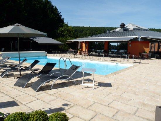 La piscine du noirlac photo de le noirlac saint amand for Piscine saint amand
