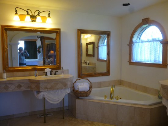 Abendblume: bathroom.