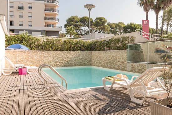 Appart'City Antibes: Piscine