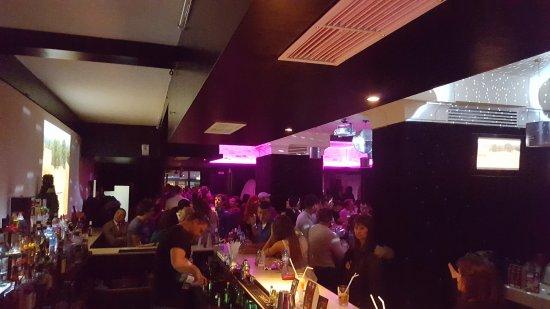 Karaoke Bar Versus