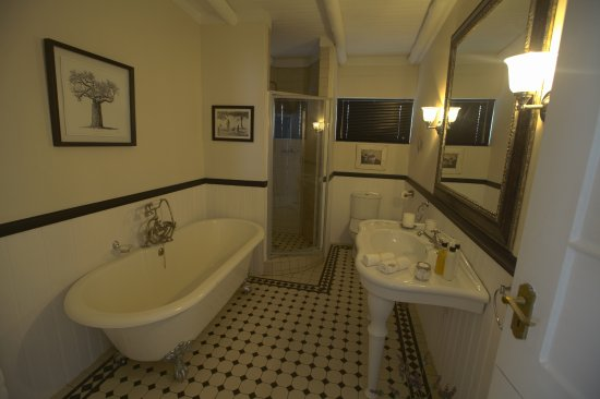 Gilcrest Place BnB : Clamshell bathroom