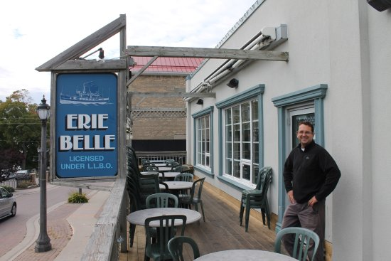 Erie Belle : In warmer weather, dining on a small patio is possible.