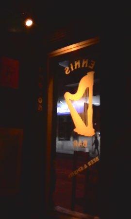 Ennis irish pub: guinness, fachada