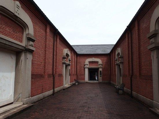 Kurabo Memorial Museum & Torajima Kojima Museum: 突き当りが入り口