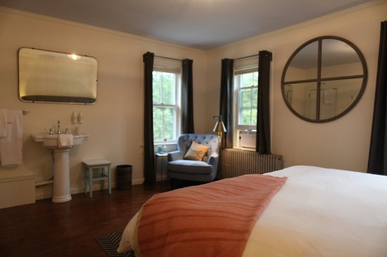 Callicoon, NY: Second Floor King