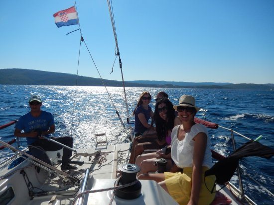 Dalmatia, โครเอเชีย: Happy sailors (not us, but our new friends from South Africa)