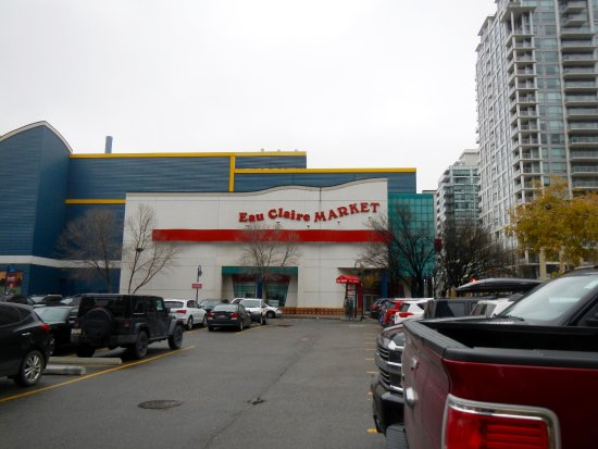 Eau Claire Market : Exterior, coming from the south