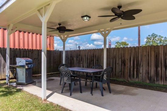 Comfort Inn & Suites: Grilling Area