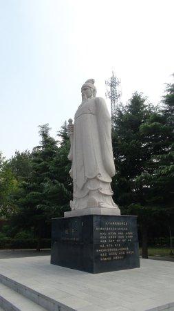 Qi (Hebi) County, الصين: 比干立像
