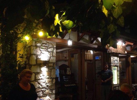 Taverna Alexandros: Maître d' & waiter