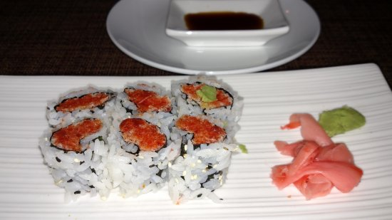 Kazumi Japanese Steakhouse and Sushi Bar : Spicy Tuna Roll - deicious!