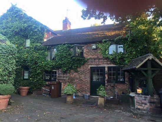 Hopwas, UK: photo0.jpg