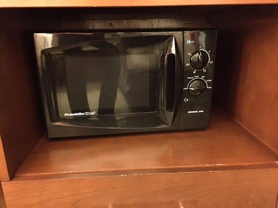 Comfort Inn Northeast: Microwave in room