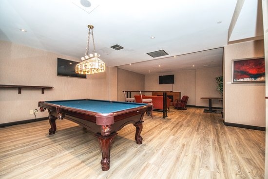 Best Western Plus Ottawa City Centre: Cafe 1274's Lounge Area with Pool Table