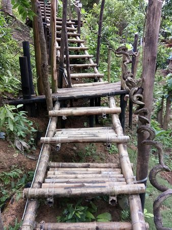 The Birdhouse El Nido: The Bamboo Stairs Walk Leading Up