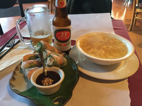Corte Madera, Californië: Spring Rolls, Soup, and 33 Beer!