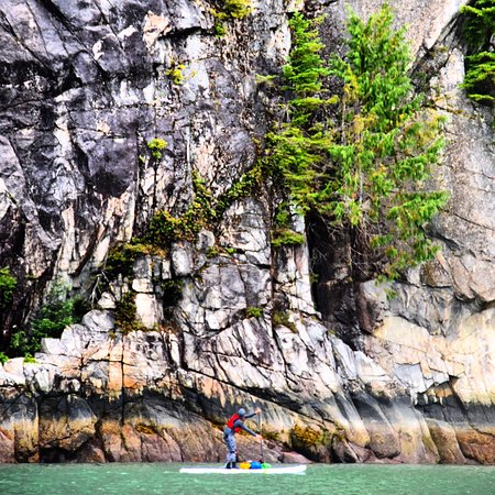 Garibaldi Highlands, Канада: Howe Sound Cliffs- Paddle Canada Touring Course