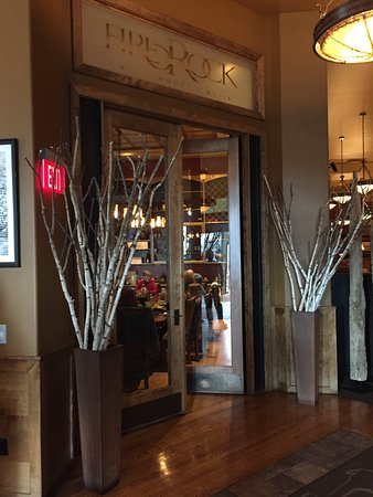 Casper, WY: Entrance and lounge area of the store. Very beautifully done.