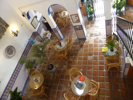Hostal San Juan: Le patio où l'on prend le petit déjeuner