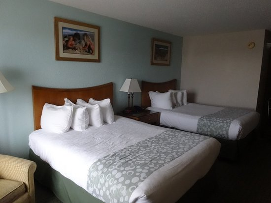 Ramada Plaza Nags Head Oceanfront: Room