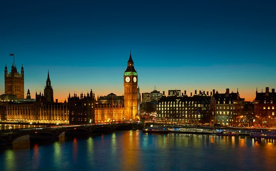 London Marriott Hotel County Hall: London Skyline at Dusk View