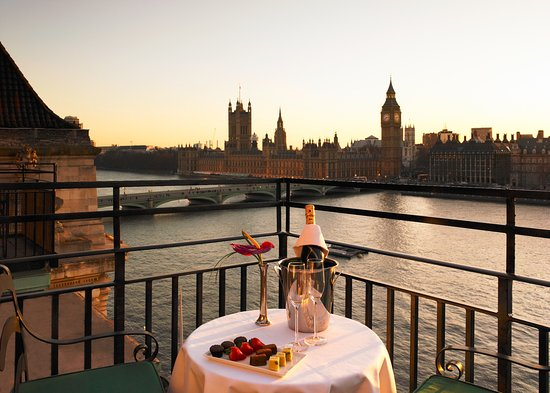 London Marriott Hotel County Hall: Balcony Suite - Dusk view of the Houses of Parliament Big Ben