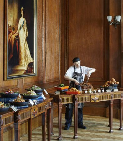 London Marriott Hotel County Hall: Queen Mary Room with Food Stations