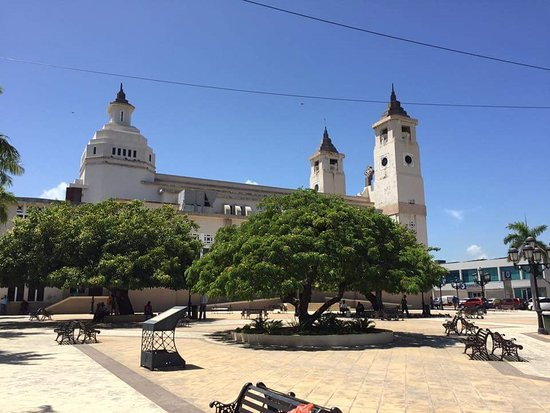 Cabarete, Dominikana: cathedral and central park of puerto plata