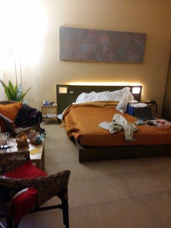 Residenza Castelli: ampia camera