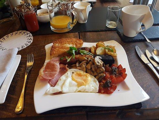 Worton, UK: The perfect Full English Breakfast