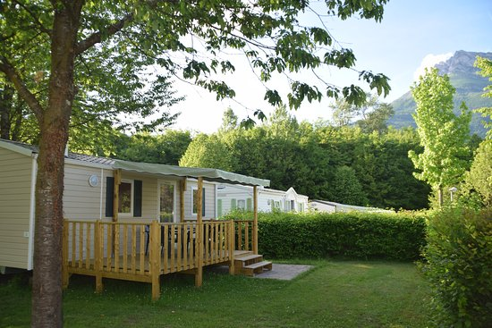 Camping du Lac de Carouge: Mobilhomes 2 Chambres + Terrasse