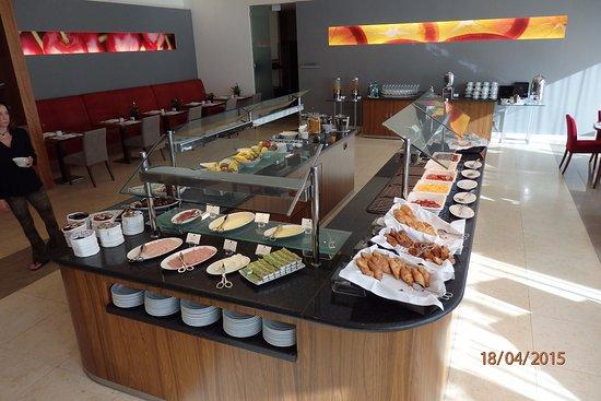 Porto Salvo, Portugal: Excellent Breakfast