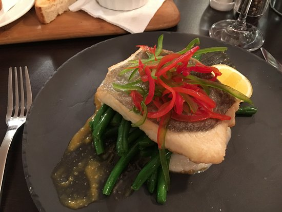 Muswellbrook, Australien: Beautiful Barramundi and suculant beans