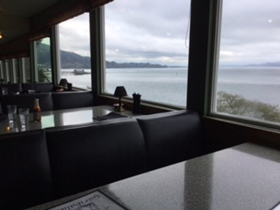 Garibaldi, ออริกอน: View from our table at Pirate's Cove on a cloudy day.