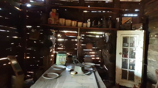 Windorah, Australien: Inside the old timber shack at the Info Centre.